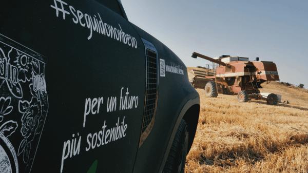 Defender Land Rover campi di orzo